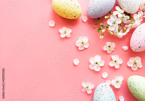 Fototapeta Colorful Easter eggs with spring blossom flowers obraz