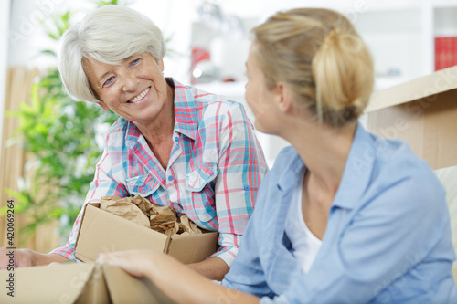 Fototapeta cheerful positive mother and daughter enjoying at home obraz