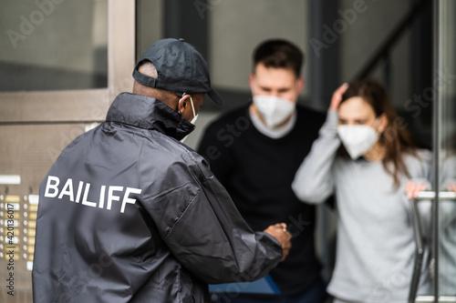 Photographie Bailiff Debt Collector At Door
