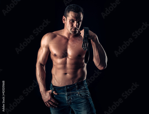 Fotografia Man with muscular body and leather belt
