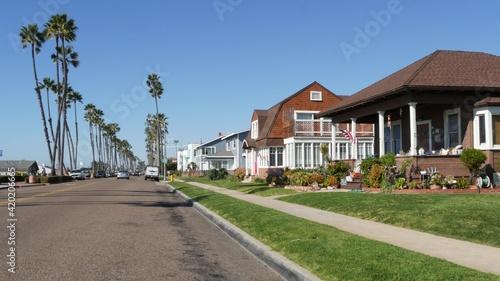 Photo Houses on suburban street in California USA, Oceanside