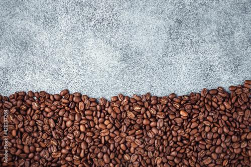 Foto Coffee beans bottom concrete background