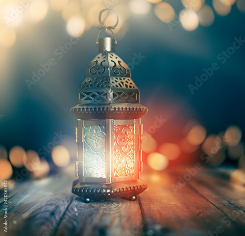 Slika na platnu Arabic lantern with burning candle