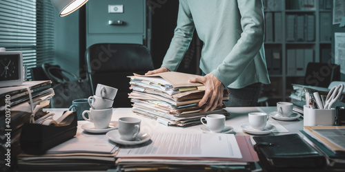 Obraz Office working carrying a pile of paperwork - fototapety do salonu