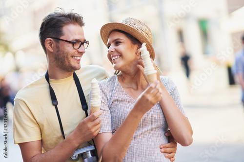 Fototapeta Happy tourists sightseeing during summer holidays