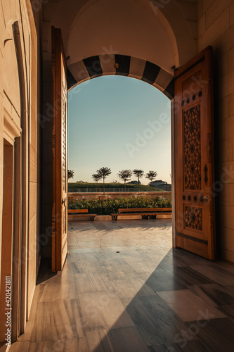 Fotografie, Obraz arch entrance of Mihrimah Sultan Mosque, with view of trees against blue sky, Is