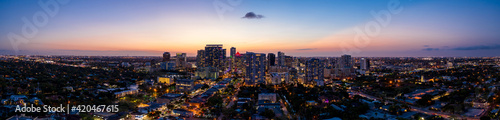 Photo Beautiful aerial panorama Downtown Fort Lauderdale FL twilight