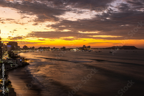 Fototapeta sunset on the beach obraz na płótnie