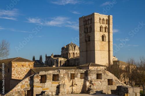 La Catedral de Zamora vista desde el Castillo Medieval. España