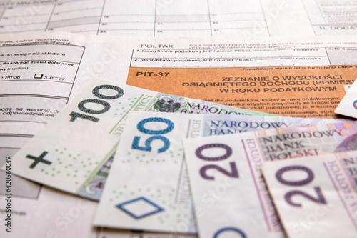 Fototapeta Formularz, zeznanie podatkowe. Banknoty obraz