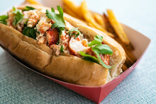 Delicious Summertime Lobster Roll