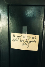 """Note On The Door """"""""no Need To Cry We're Right Here By You're Side"""""""""""