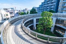 しおかぜ橋に続く螺旋の自転車道 日本東京