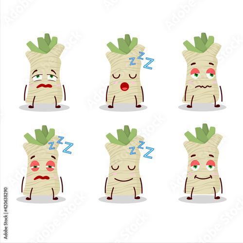 Cartoon character of horseradish with sleepy expression Fototapet