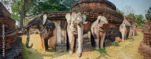 Fotografie, Obraz Ancient elephant sculpture at Wat Phra kaeo temple in Kamphaeng Phet Historical