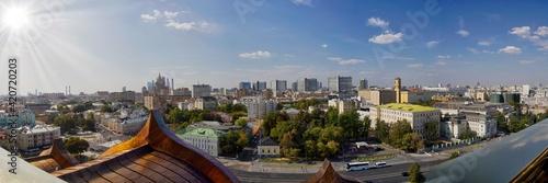 Obraz Blick von der Christ-Erlöser-Kirche auf das moderne Moskau - fototapety do salonu