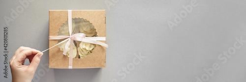 Paper box with cream cupcake Fototapete