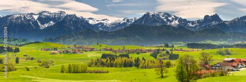 Obraz Panorama Landschaft im Allgäu bei Füssen im Frühling - fototapety do salonu