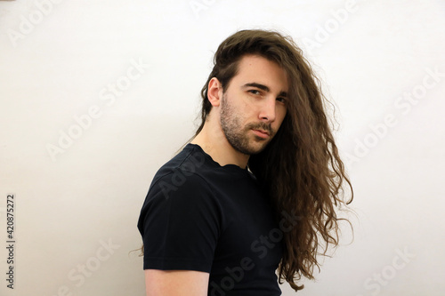 Carta da parati Attractive male model with long hair and beard is posing in studio