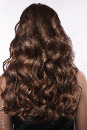 Fotografia A closeup view of a bunch of shiny curls brown hair