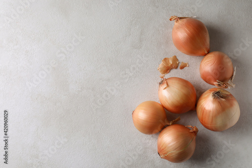 Fotografie, Obraz Fresh ripe onion on white textured background