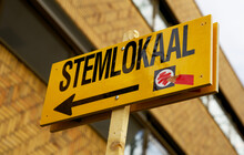 Dutch-language Sign That Points The Way To The Polling Station