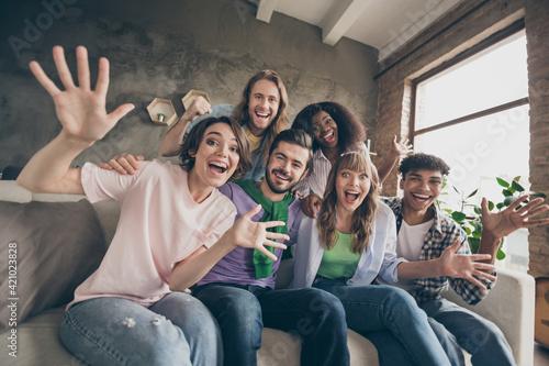 Photo of impressed brunette blond hairdo guys ladies sit hug on party wear casua Fotobehang