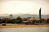 Plaża w Barcelonie rano.