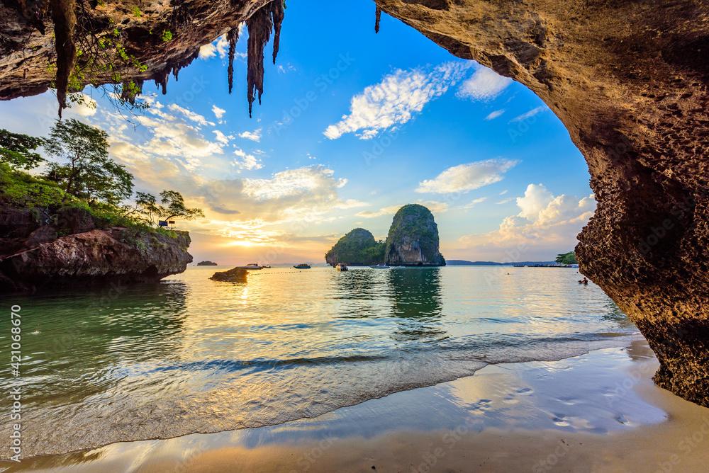 Fototapeta Phra Nang Cave Beach at sunset - Tropical coast scenery of Krabi - Paradise Travel destination in Thailand, Asia