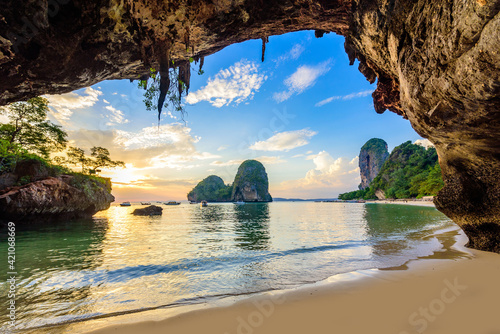 Cuadros en Lienzo Phra Nang Cave Beach at sunset - Tropical coast scenery of Krabi - Paradise Trav