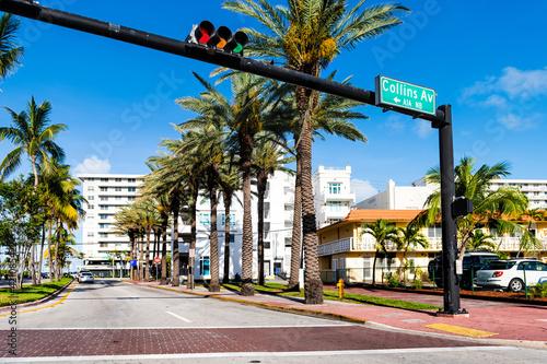 Fotografia Art Deco historic district in South Beach, Florida with Collins avenue, Ocean dr
