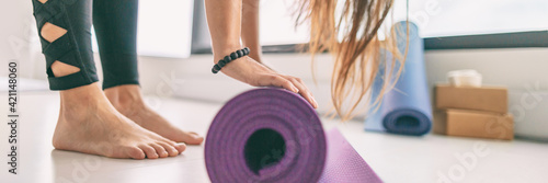 Yoga mat panoramic fitness class meditation wellness healthy active living woman getting ready for yoga banner background Fotobehang