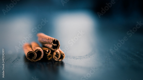 Slika na platnu cinnamomum verum on blue and grey wooden support
