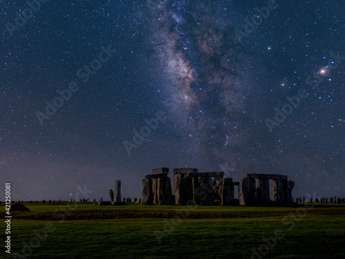 Obraz na plátně The milky way over stonehenge uk