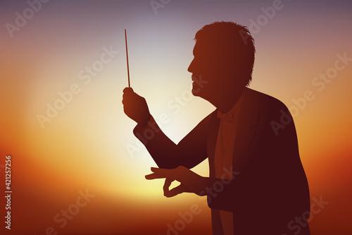 Papel de parede Concept de la musique classique avec un chef d'orchestre qui dirige ses musicien lors d'un concert
