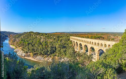 Pont du Gard is an old Roman aqueduct near Nimes Fototapet