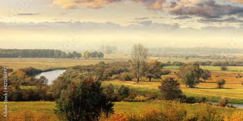 Obraz jesień na Podlasiu- rzeka Narew - fototapety do salonu