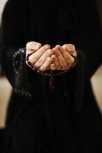 Prayer Hands Of A Woman Holding A Rosary , Ramadan Kareem
