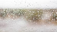 Gotas De Lluvia Sobre Vidrio Vista Desde Interior Hacia Campo Abierto En La Patagonia Argentina