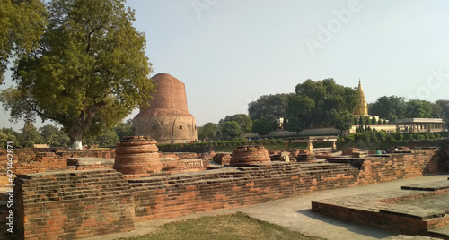 Fotografia This is photo Sarnath stupa in Varanasi U.  P. India