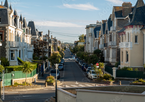 Valokuvatapetti Street in St Malo, Brittany, France