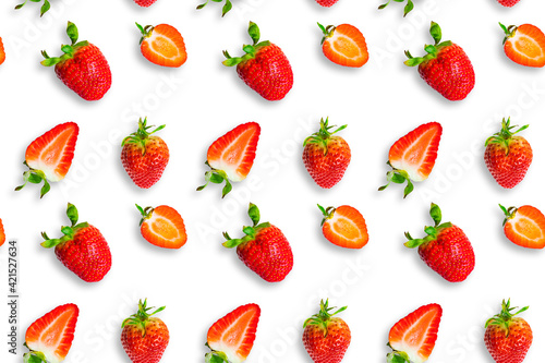 Fototapeta Fresh ripe strawberries seamless pattern. Strawberries and strawberry slices isolated on white background. Top view. Banner. obraz