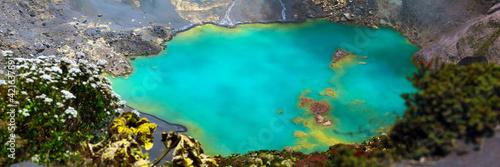 Lac d'acide dans le cratère du volcan Poás au Costa Rica Fotobehang