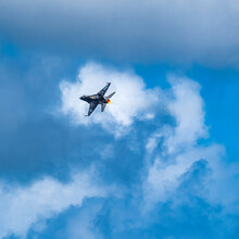 F-16 Fighting Falcon Flying Against Sky