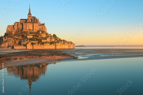 Obraz na plátně Morning Light On Mont Saint Michel In Normandy, France