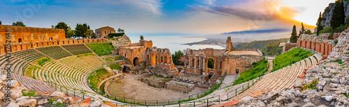 Foto Panoramic view of Taormina, Sicily