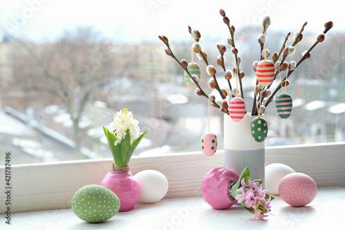 Fotografia Easter decorations on windowsill in Spring