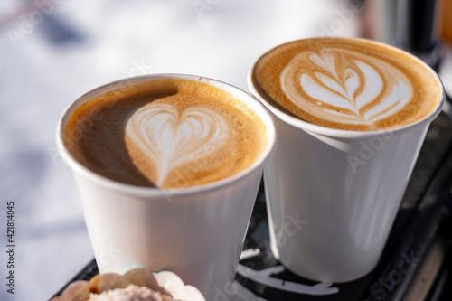 фотография Cappuccino Kaffe auf Fahrrad Gepäckträger 1