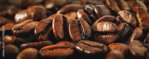 Fototapeta Kaffeebohnen als Nahaufnahme im Panoramaformat obraz