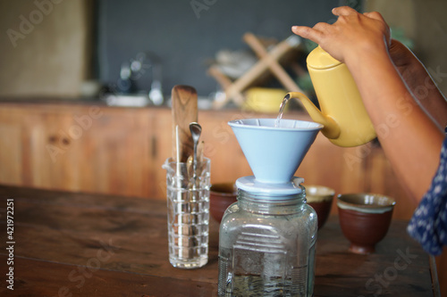 barista preparing brewing coffee with coffee maker and drip kettle Fotobehang